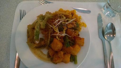 Mix veggie tempura, ryža so zeleninou a klíčkami a zemiaky v sladkokyslej omáčke