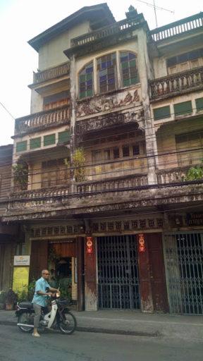 Všade prítomné historické budovy staré viac ako 100 rokov