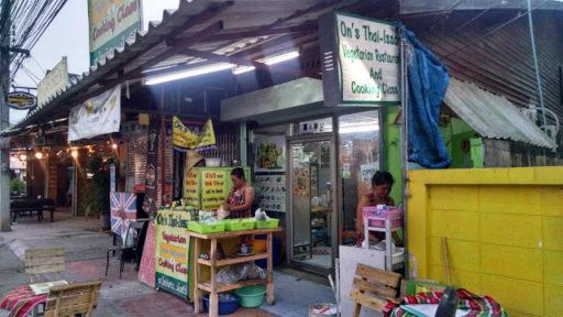 Takto tetuška z Ons Thai Issan varila priamo na ulici to najlepšie jedlo na míle ďaleko