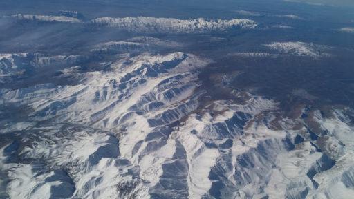 Výhľad z lietadla kdesi nad Tbilisi, ani oko som nezažmúrila celý let z toľkej krásy