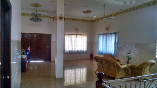Škola horné poschodie interiér, naľavo dvere do mojej izbičky