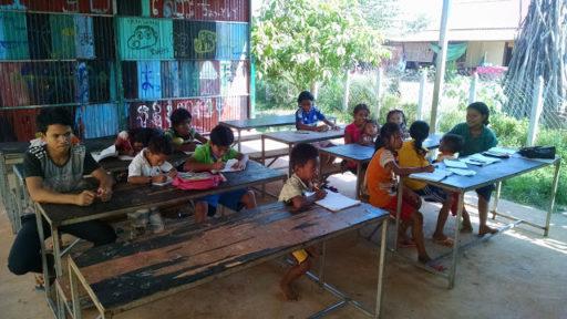 Moja ranná skupinka šikovných žiakov vo vonkajšej triede :)