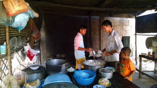 Najstaršie deti pomáhali pri všetkých aktivitách sirotinca a kuchyňa nebola výnimkou