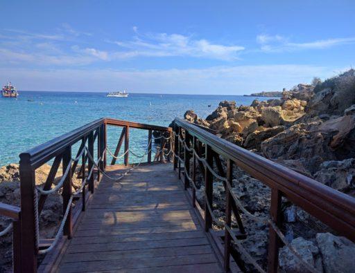 Konnos beach kde nájdete spojenie plážovej pohody ale aj možnosti vodných športov