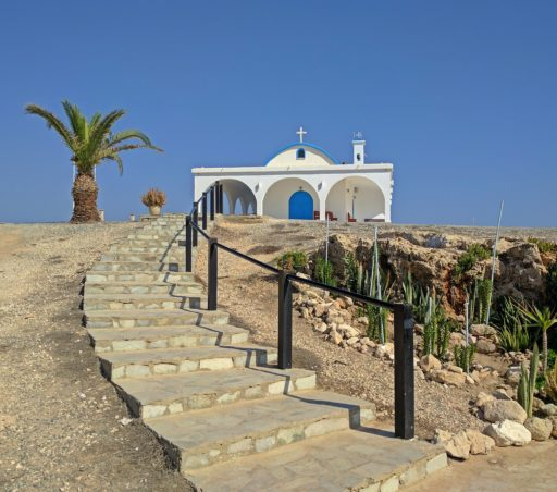 Nádherné malé kostolíky na kažom kroku